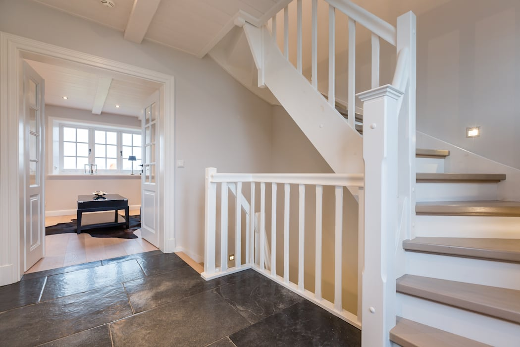 Couloir et hall d'entrée de style  par Home Staging Sylt GmbH, Moderne