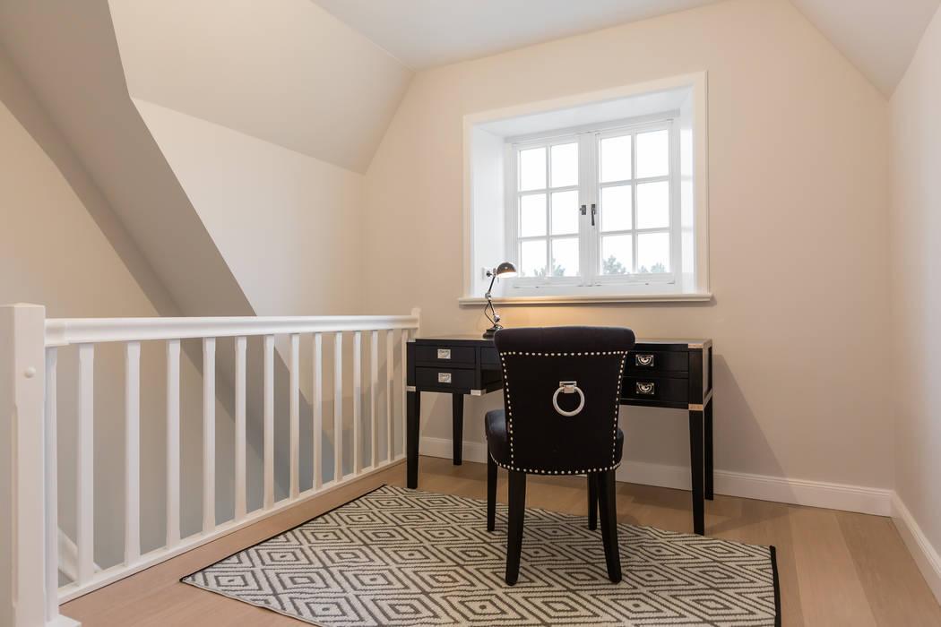 Oficinas de estilo  por Home Staging Sylt GmbH, Moderno