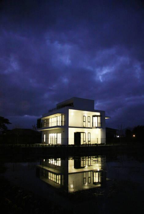 夜晚農間的光盒:  房子 by 賴人碩建築師事務所