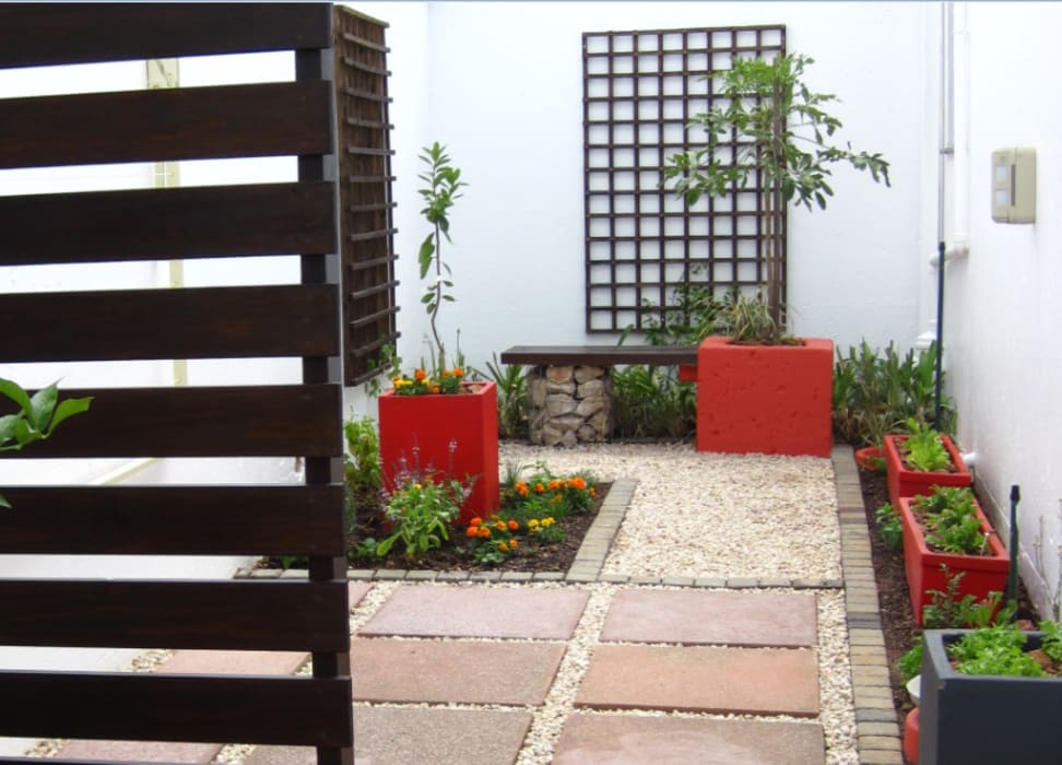 Small Garden Spaces Modern Garden By Young Landscape