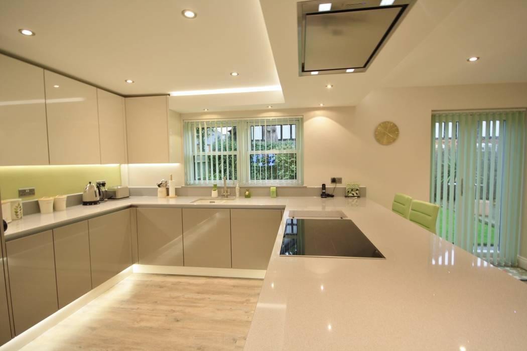 Ivory and Stone Grey gloss kitchen cabinets with Quartz worktop: modern Kitchen by Kitchencraft