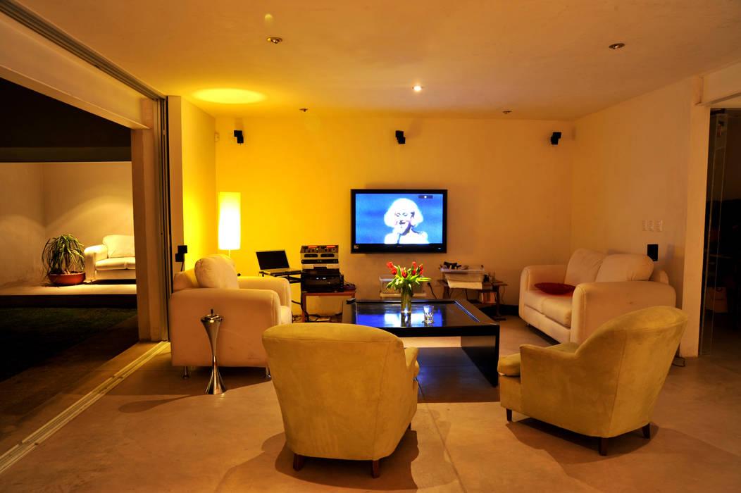 Taller A3 SC Modern Media Room Concrete White