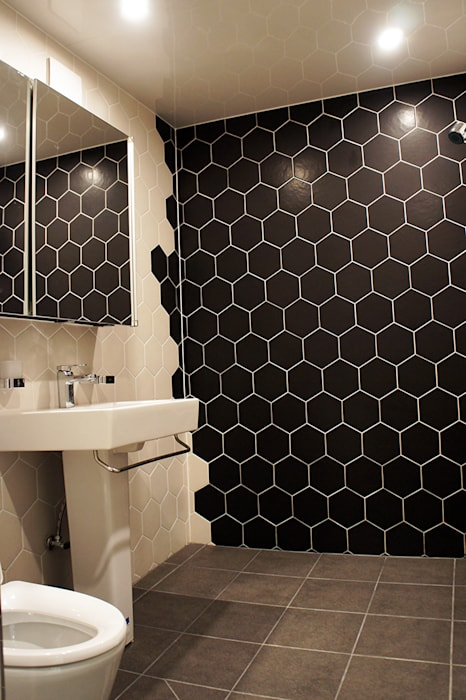 Modern Bathroom by SPACEHWA Modern
