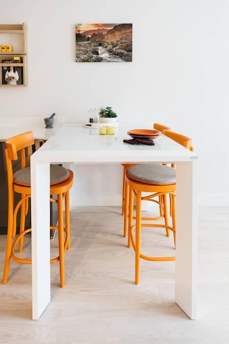 Dining zone: modern Dining room by Katie Malik Interiors