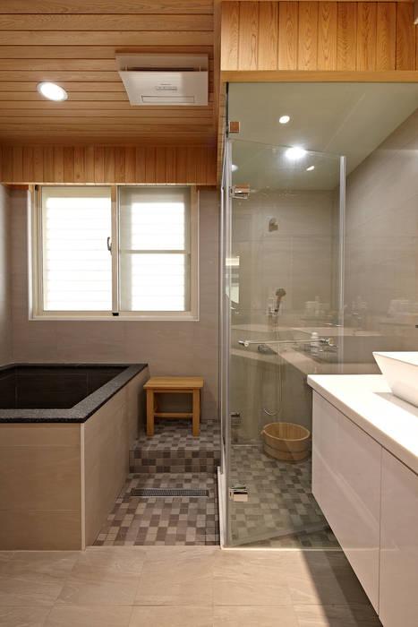 2F浴室 映荷空間設計 現代浴室設計點子、靈感&圖片