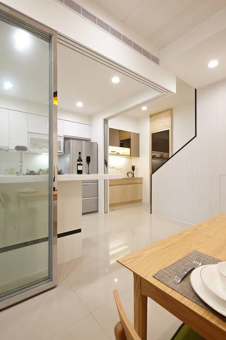 1F廚房:  廚房 by 映荷空間設計