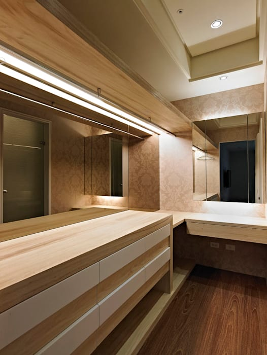 classic Dressing room by 世家新室內裝修公司