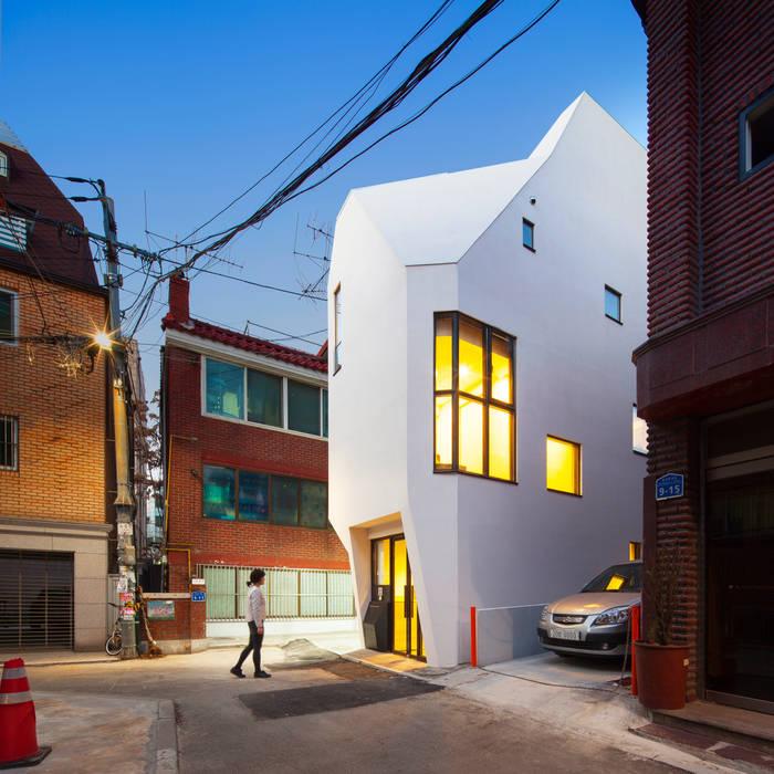 Lojas e imóveis comerciais  por (주)건축사사무소 더함 / ThEPLus Architects , Moderno