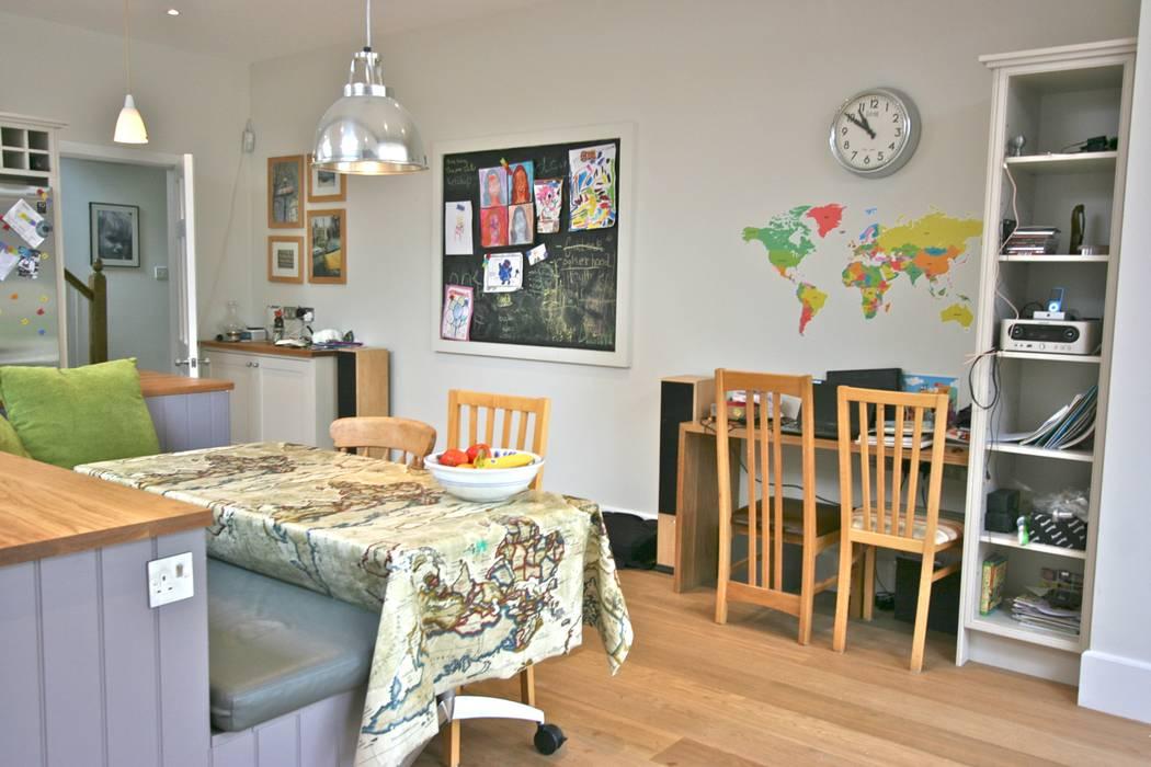 Richmond Kitchen:  Kitchen by Laura Gompertz Interiors Ltd