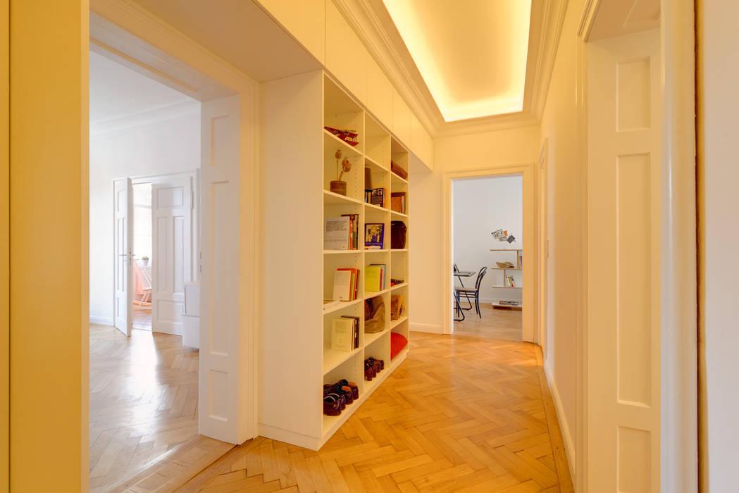 Ingresso, Corridoio & Scale in stile classico di arcs architekten Classico