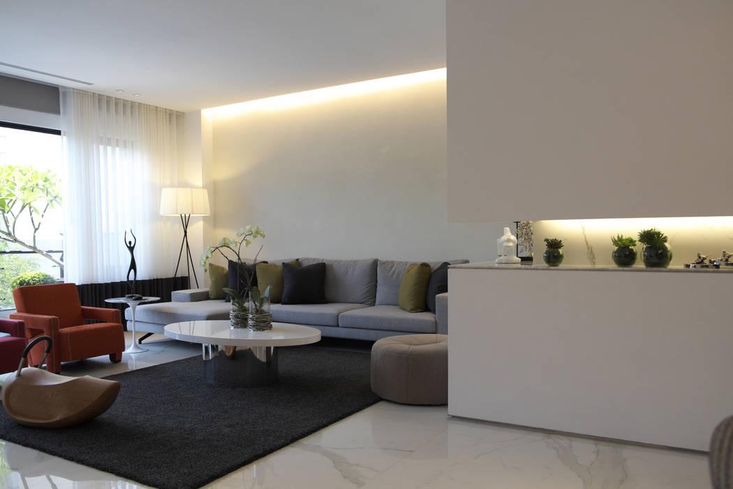 Light 加減0的生活美學 现代客厅設計點子、靈感 & 圖片 根據 構築設計 現代風
