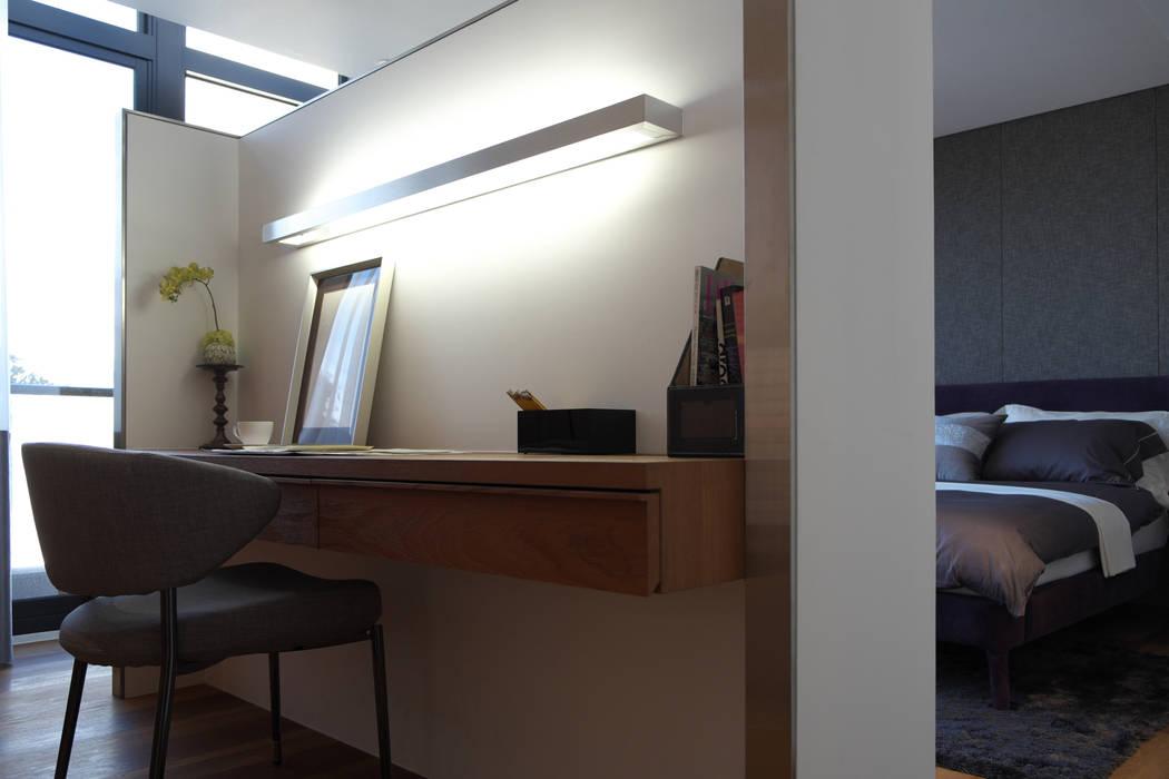 Modern style bedroom by 構築設計 Modern