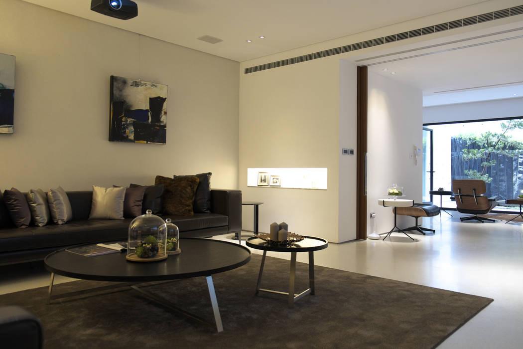 構築設計 Salas multimedia de estilo moderno