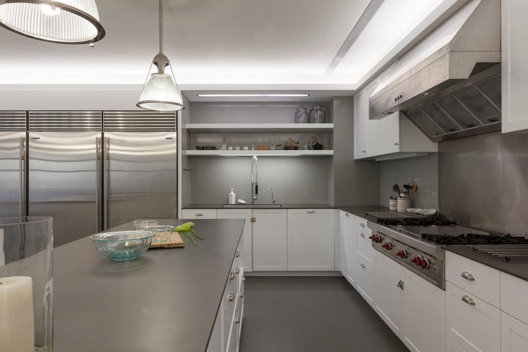 Cocinas de estilo moderno de 何侯設計 Ho + Hou Studio Architects Moderno