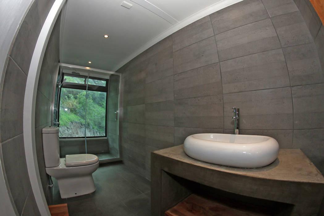 BAÑO SEGUNDO NIVEL: Baños de estilo  por Directorio Inmobiliario