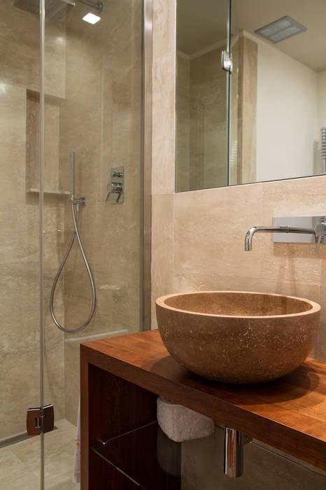Bagno Ospiti: Bagno in stile  di Mariapia Alboni architetto
