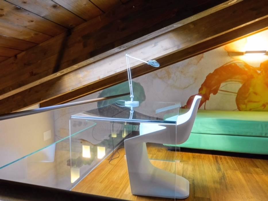 Camera da letto con soppalco: camera da letto in stile di ...