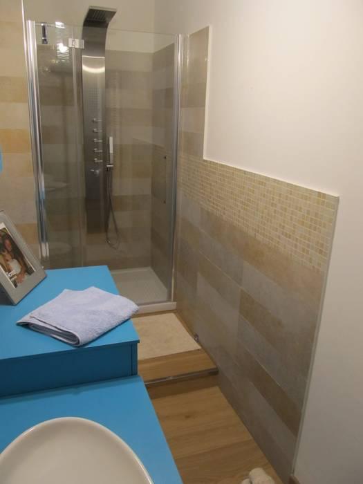 House: Bagno in stile in stile Moderno di Studio Associato di architettura MBiM