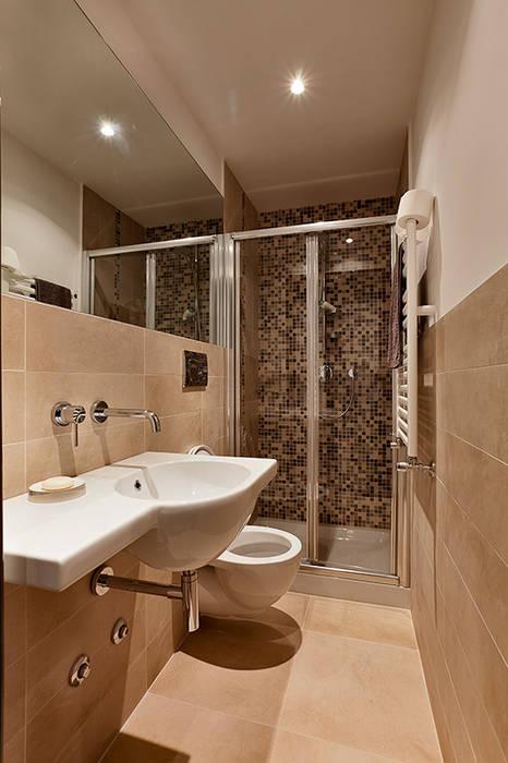 現代浴室設計點子、靈感&圖片 根據 Caterina Raddi 現代風