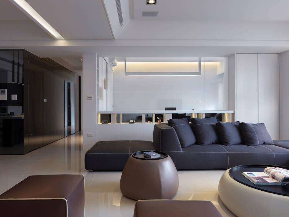 低調奢華 现代客厅設計點子、靈感 & 圖片 根據 倍果設計有限公司 現代風