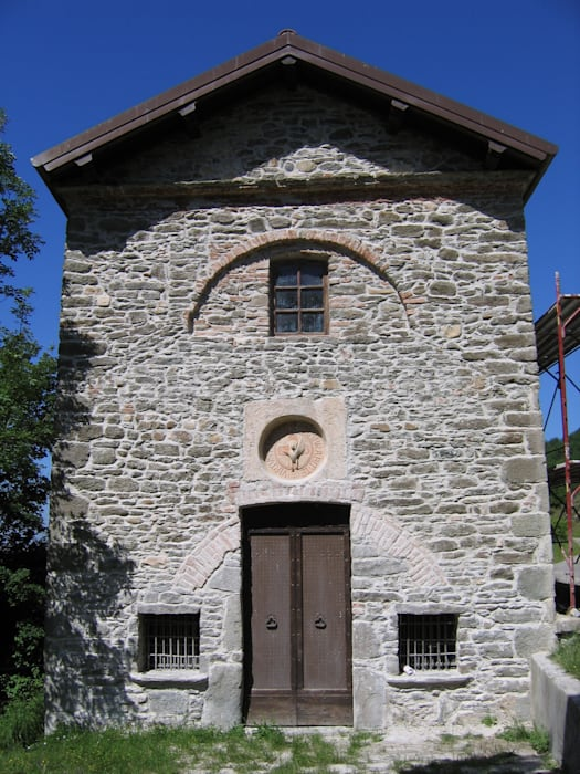 Annunziata Church: Case in stile In stile Country di Studio Associato di architettura MBiM