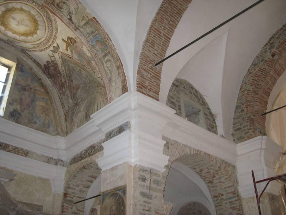 Assunta Church: Case in stile In stile Country di Studio Associato di architettura MBiM