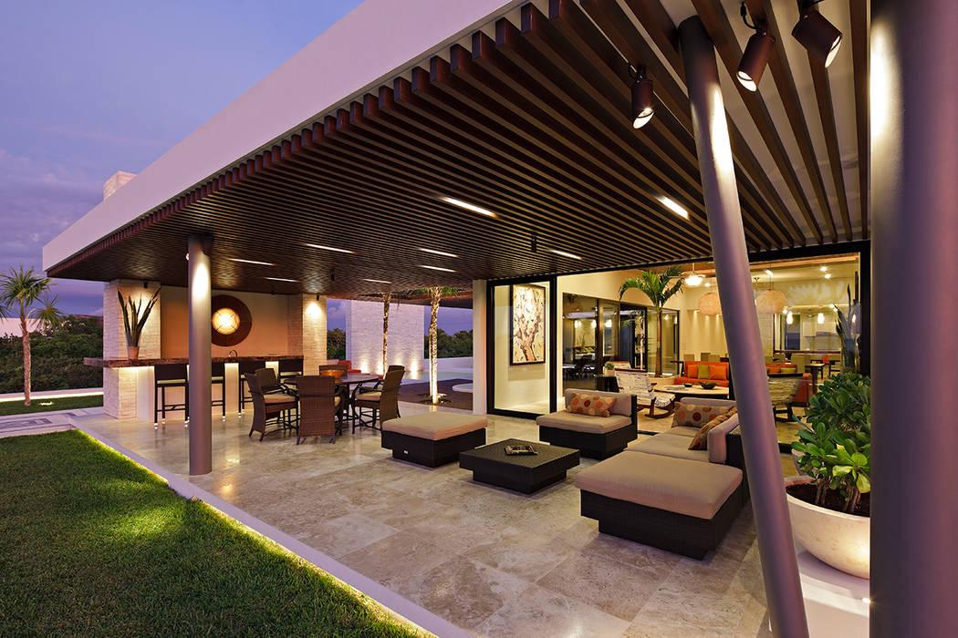Casa De Playa Lm Terraza Balcones Y Terrazas Eclécticos De