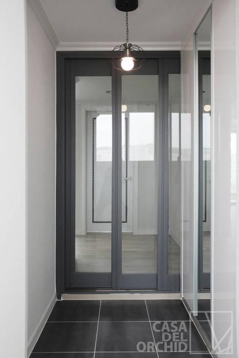 Modern Walls and Floors by 까사델오키드 Modern