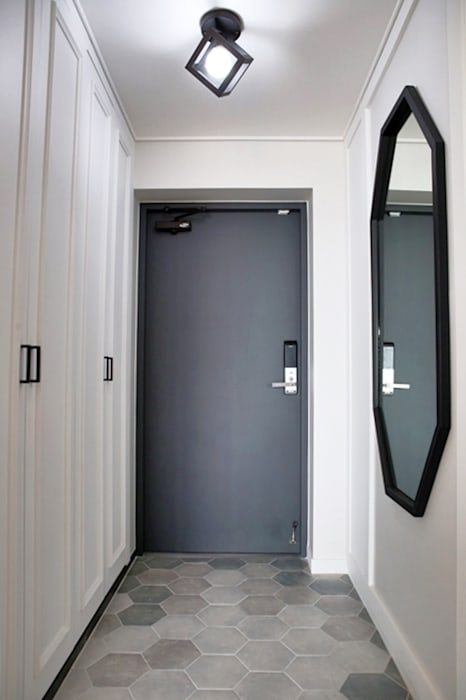 Modern Windows and Doors by 주식회사 큰깃 Modern