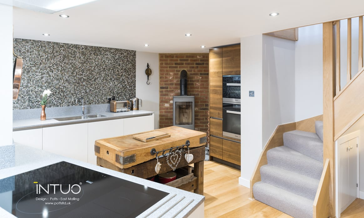 Something old, something new....: eclectic Kitchen by Intuo