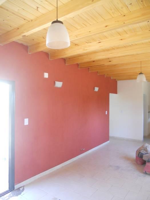 Pequeña casa con techos planos de madera, sencilla, amplia y confortable!!!: Comedores de estilo  por Hornero Arquitectura y Diseño,Mediterráneo Ladrillos