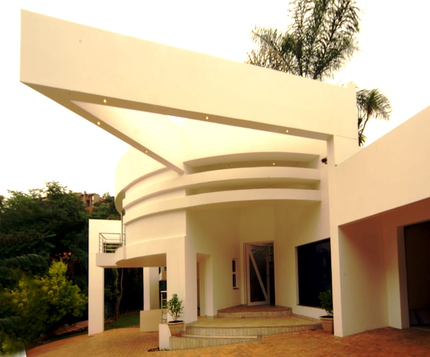 Northcliff residence upgrade:  Houses by Essar Design,