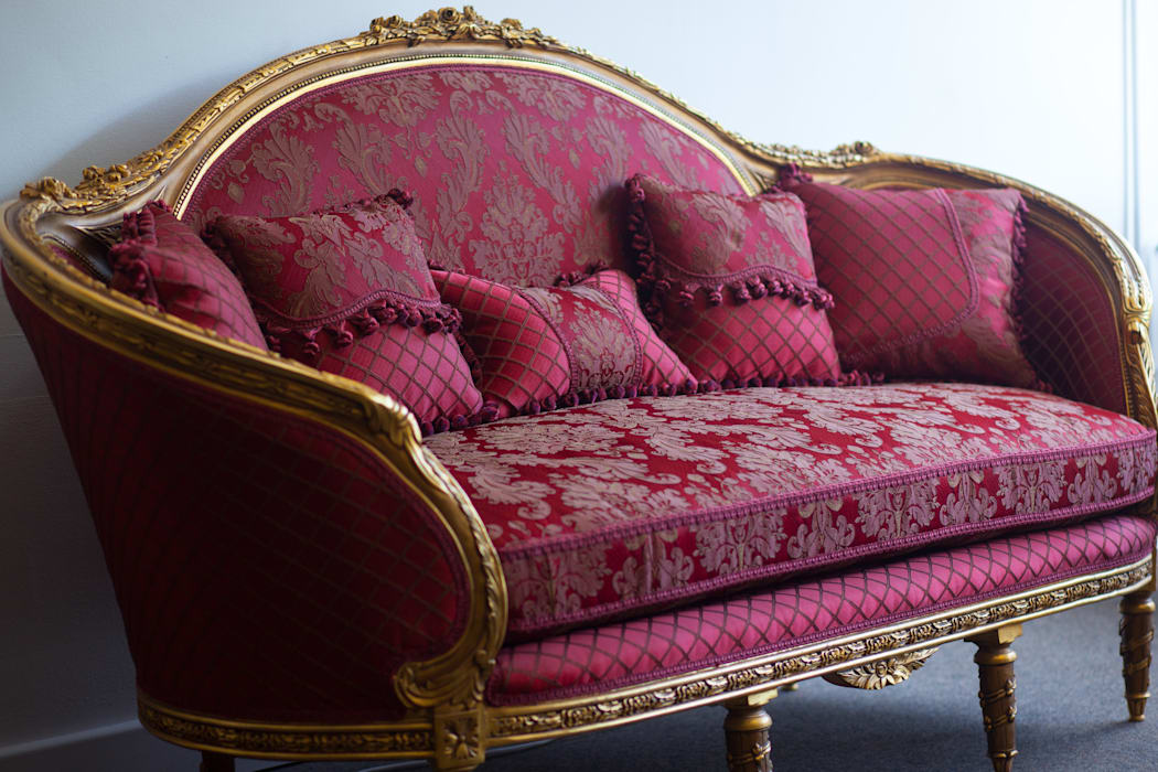 CATHARINA French Red Gold Damask Print Sofa Couch:  Living room by REGAL SOFAS AND INTERIORS