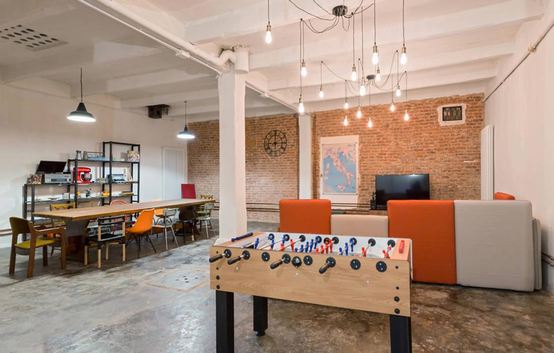 Salas multimedia industriales de NOMADE ARCHITETTURA E INTERIOR DESIGN Industrial