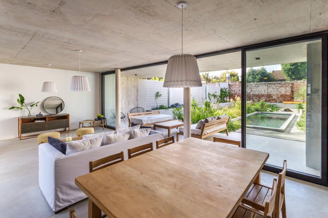 Casa MeMo - VIVIENDA UNIFAMILIAR ICONO DE LA SUSTENTABILIDAD : Comedores de estilo  por BAM! arquitectura,Moderno Hormigón