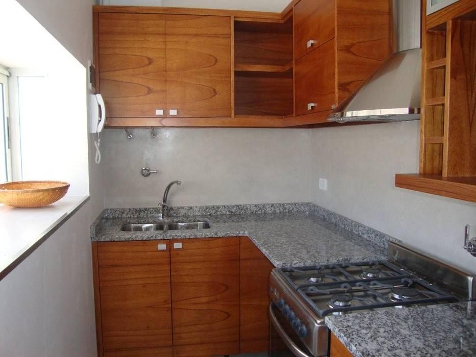 現代廚房設計點子、靈感&圖片 根據 ARQUITECTA MORIELLO 現代風