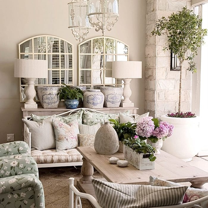 Terrace by Peter Thomas Interiors, Classic