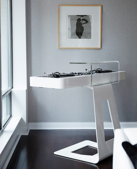 Turntables:  Living room by Douglas Design Studio