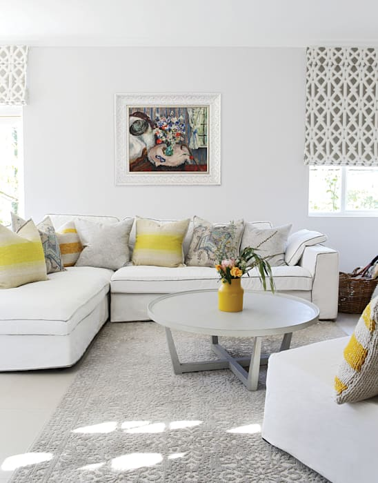 Guest Suite:  Living room by Natalie Bulwer Interiors, Eclectic