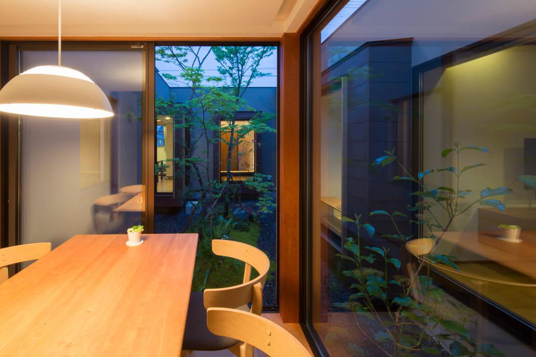 Ruang Makan Modern Oleh TRANSTYLE architects Modern