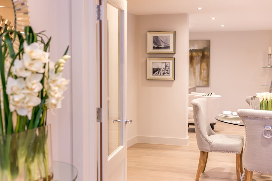Sandbanks apartment:  Corridor & hallway by SMB Interior Design Ltd