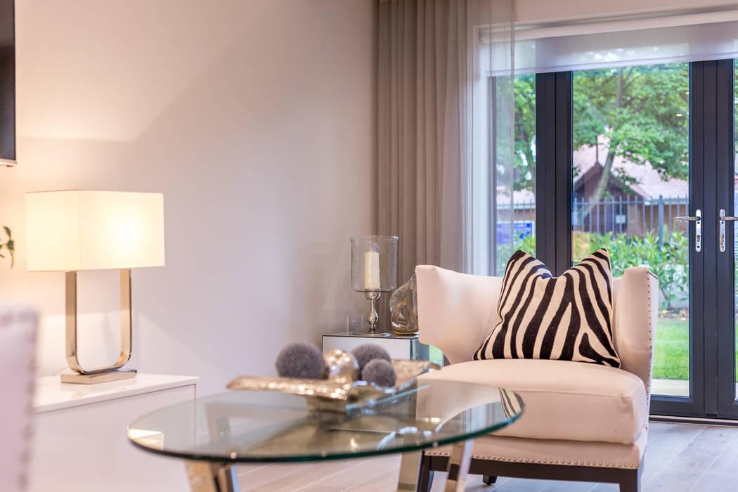Sandbanks apartment:  Living room by SMB Interior Design Ltd