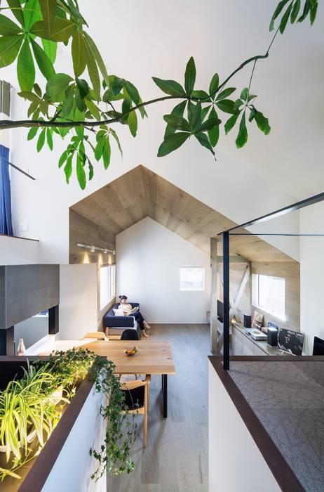 现代客厅設計點子、靈感 & 圖片 根據 株式会社seki.design 現代風