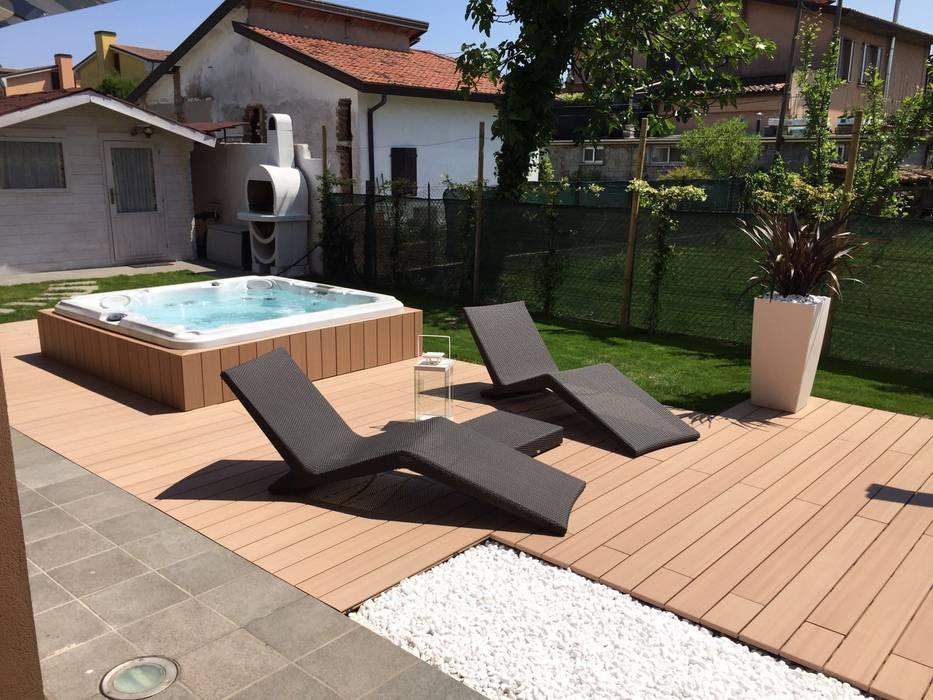 Arredare un giardino con una Jacuzzi : Giardino in stile in stile Moderno di Aquazzura Piscine