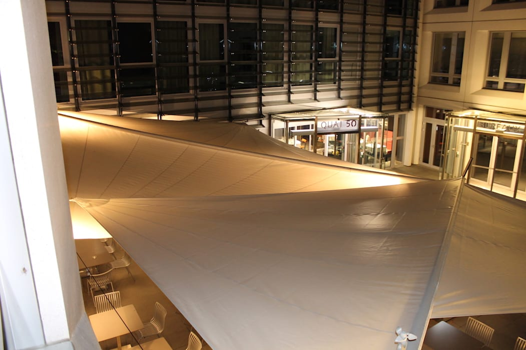 À l'Hôtel Lyon Ouest*** - terrasse de restaurant: Terrasse de style  par Artesun Gbr