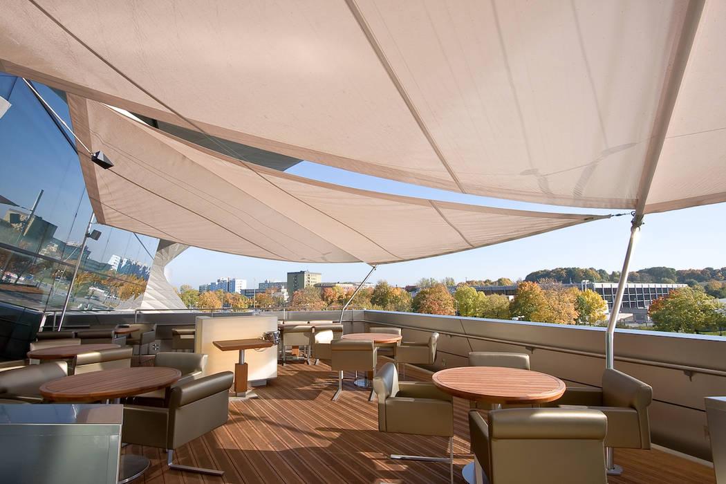Élégance et raffinement - voile solaire terrasse de toit: Terrasse de style  par Artesun Gbr