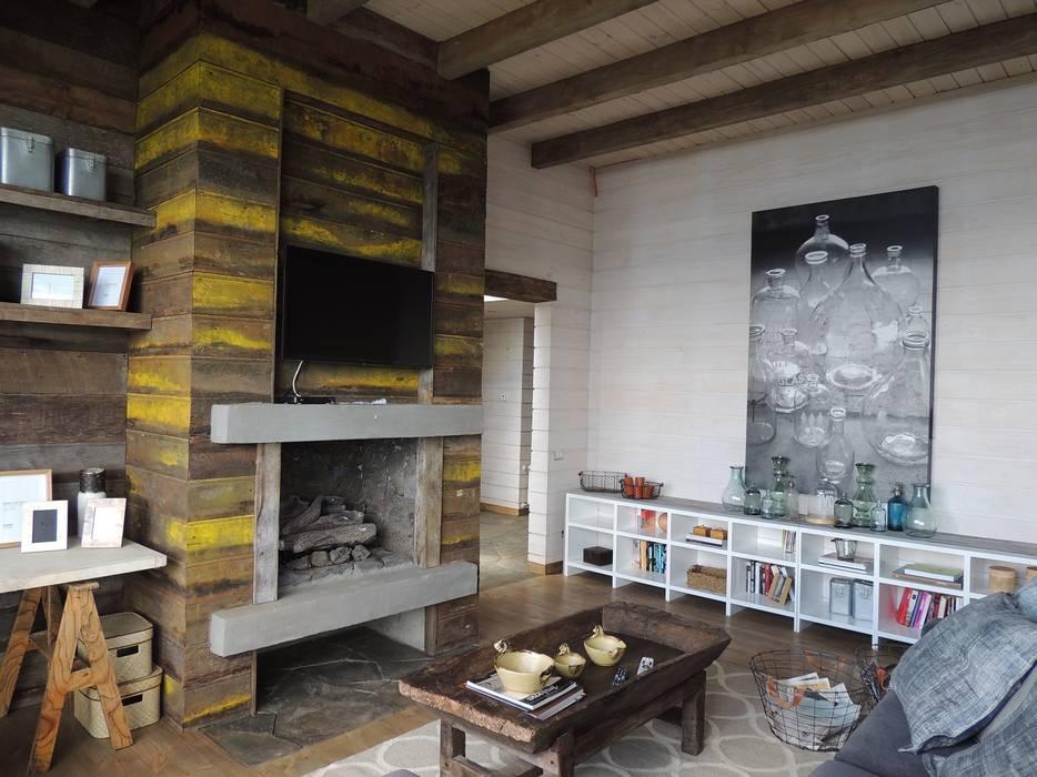 Modern Study Room and Home Office by David y Letelier Estudio de Arquitectura Ltda. Modern