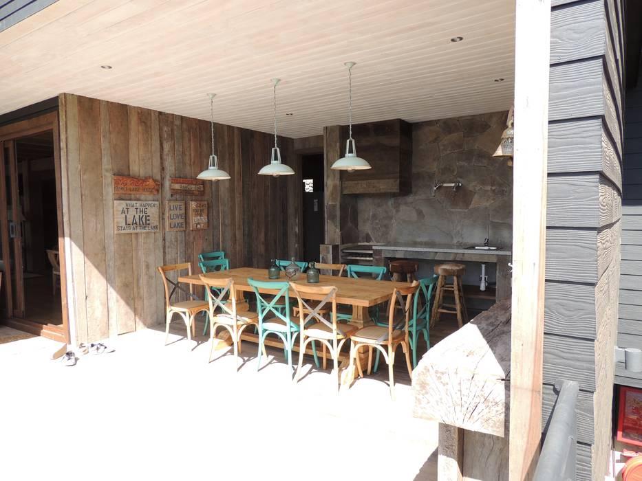 Comedores de estilo moderno de David y Letelier Estudio de Arquitectura Ltda. Moderno