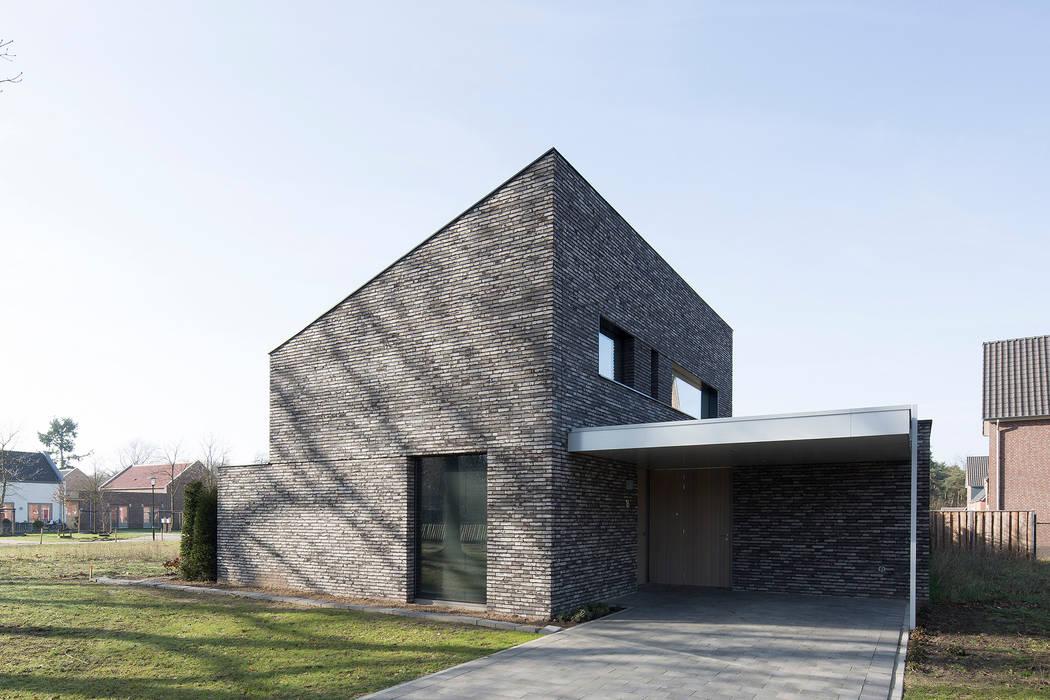 Minimalist garage/shed by Joris Verhoeven Architectuur Minimalist