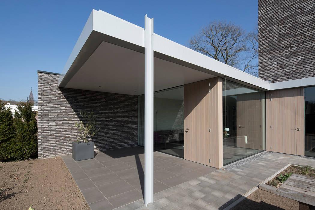 minimalist style balcony, porch & terrace by Joris Verhoeven Architectuur Minimalist